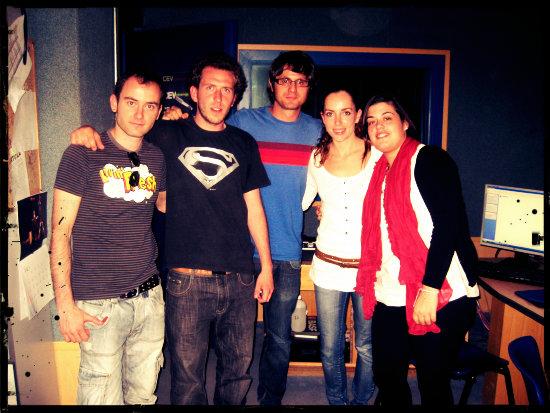 Alineación de QNTLC el día del debut, de izq. a dcha.: Armando, Borjita, Sule, Anita y Marta.