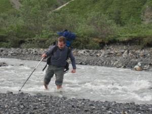 Cruzando un río en Alaska